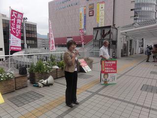 小倉駅前での宣伝