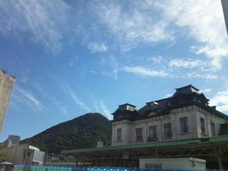 門司港駅と秋の空