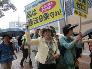 北九州母親大会のようす、八幡駅前までの母親行進