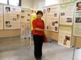 「中学生のための従軍慰安婦展」パネルの前で