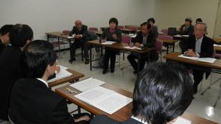 「原子力防災に関する要望書」及び「脱原発福岡県宣言の実施を求める要請文」を県に提出