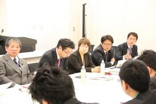 経済産業省との交渉に臨む赤嶺さん、真島さん、私、綿貫さん、田村さん