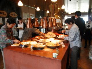 大人気の「道の駅」地産地消レストラン。循環センター内にあります。