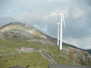 四国カルストに設置された風力発電所
