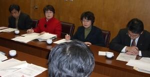 県予算について説明をうけています。災害・福祉・教育の充実を求めました。